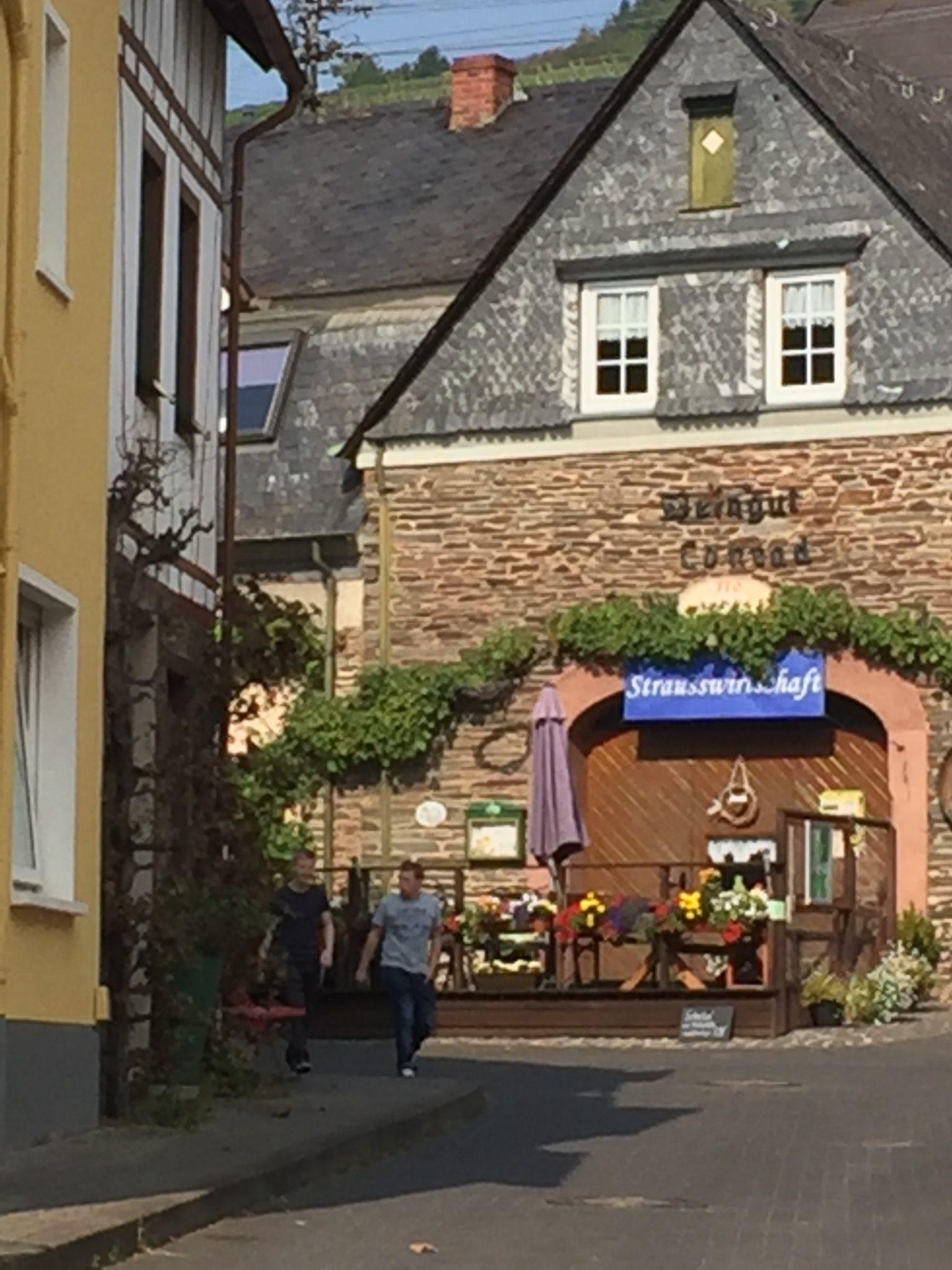 Straußenwirtschaft in Enkirch am Mosel-Camino