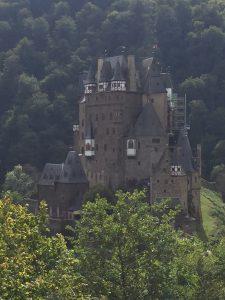 Mosel-Camino: Blick auf Burg Eltz