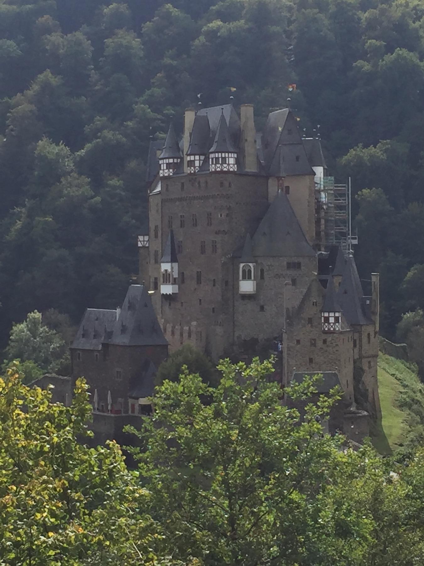 Burg Eltz - Ausblick vom Mosel-Camino