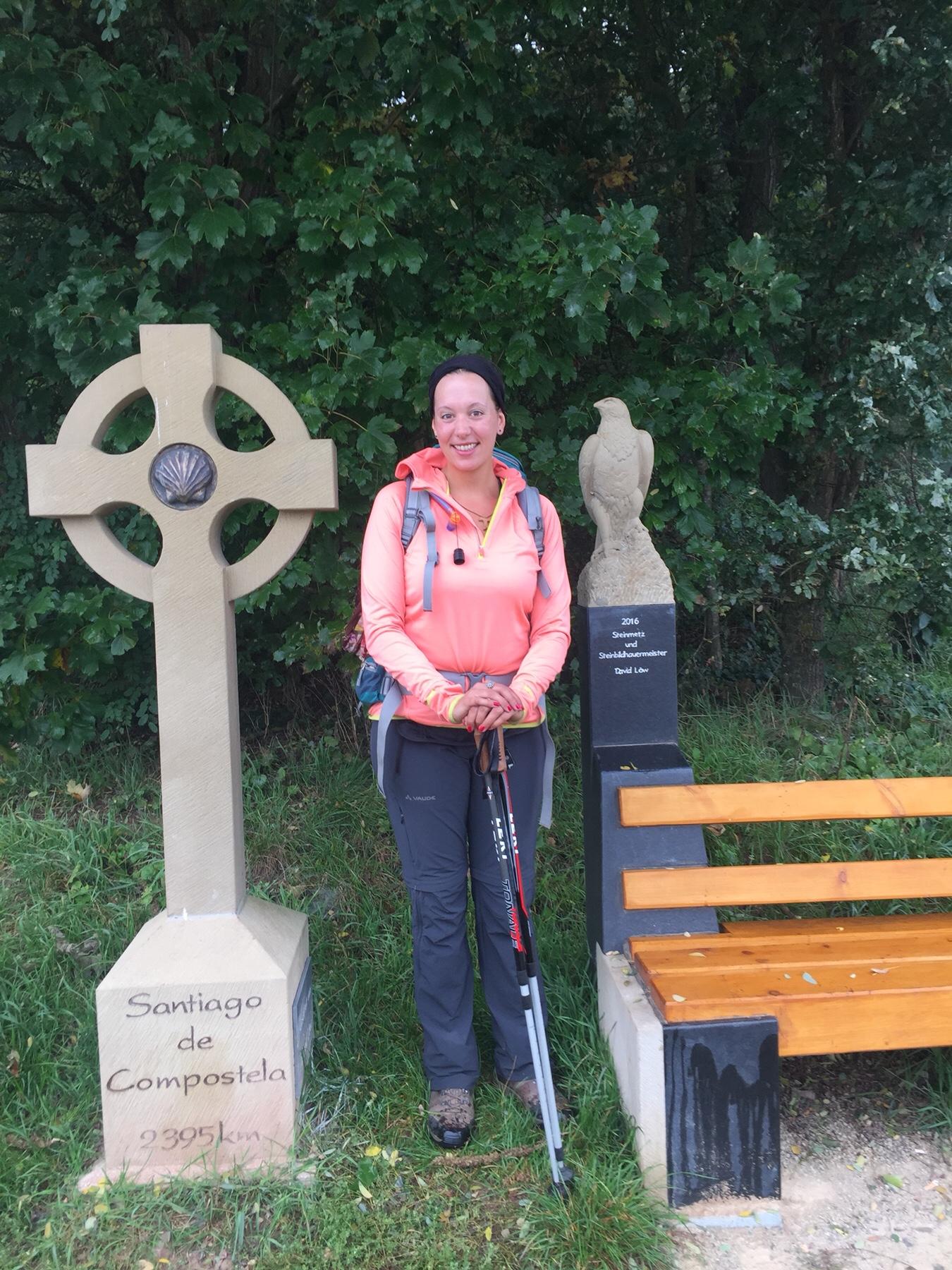 Wegweiser bis Santiago de Compostela auf dem Jakobsweg nach Trier
