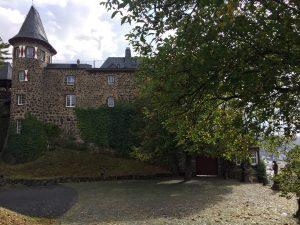 Burg Ockenfels direkt am Rheinsteig