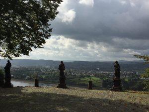 Vier Grazien bei Burg zur Leyen direkt am Rheinsteig