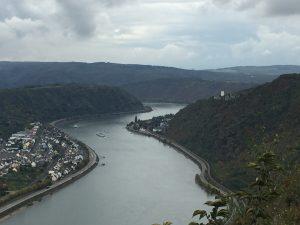 Blick von der Hindenburghöhe auf die Feindlichen Brüder auf dem Rheinsteig