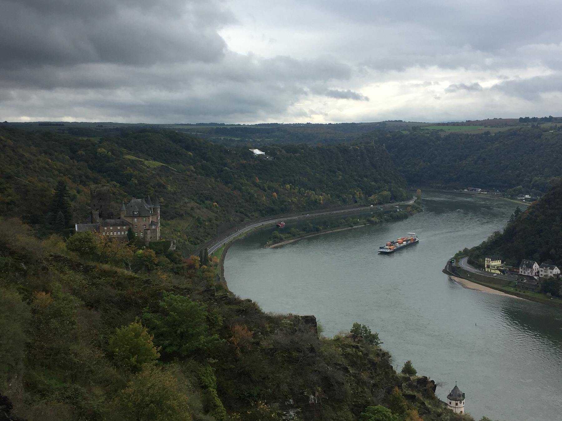 Drei-Burgen-Blick, Rheinsteig auf dem Weg nach Kaub