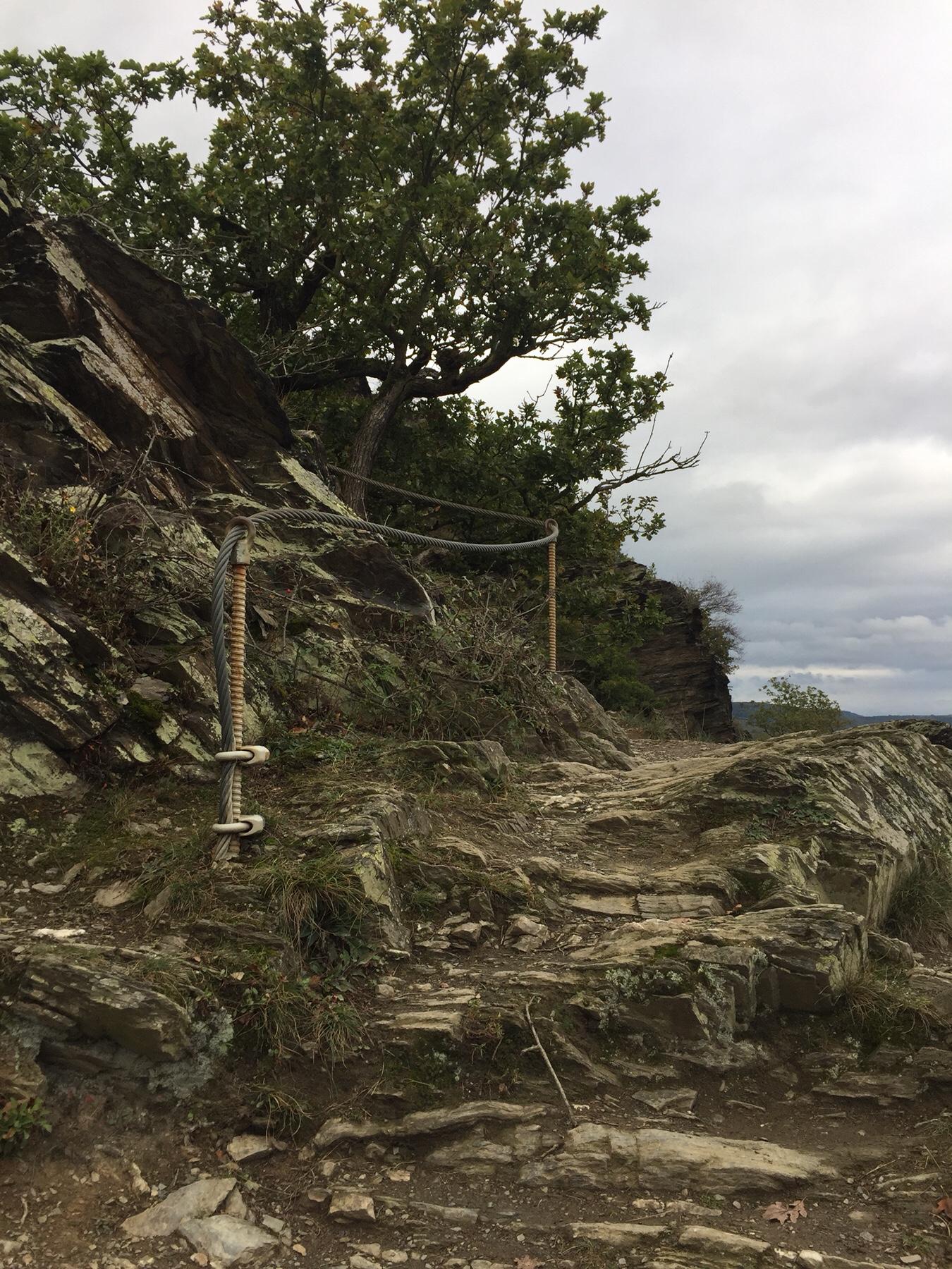 Aufstieg zu den Rosssteinen am Rheinsteig