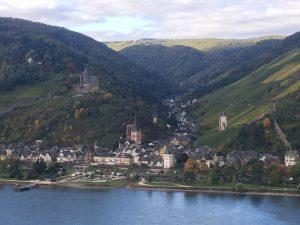 Bacharach auf der gegenüberliegenden Seite des Rheinsteig