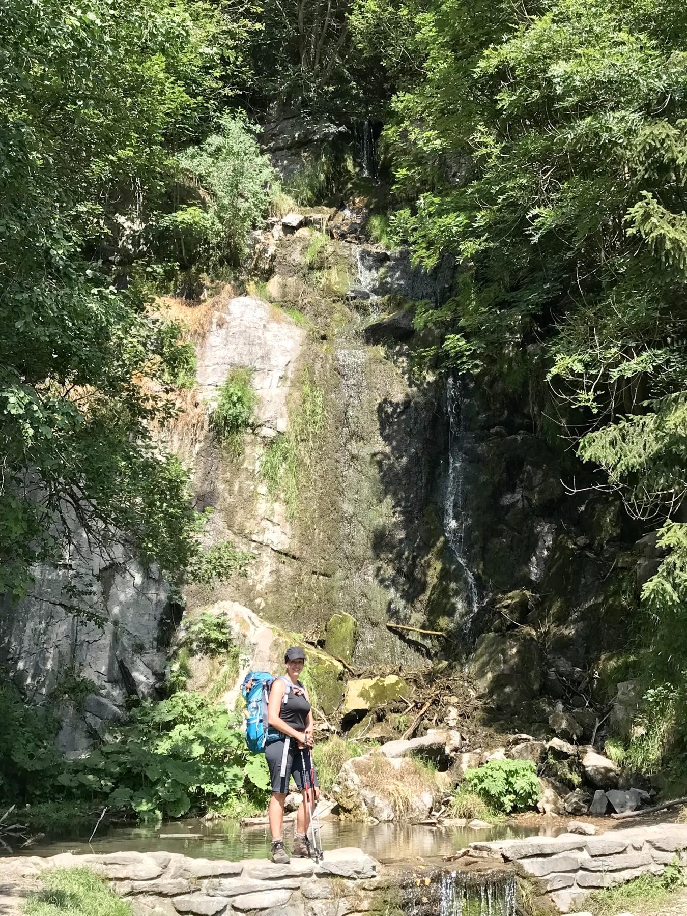 Der Königshütter Wasserfall am Hexensteig mit wenig Wasser