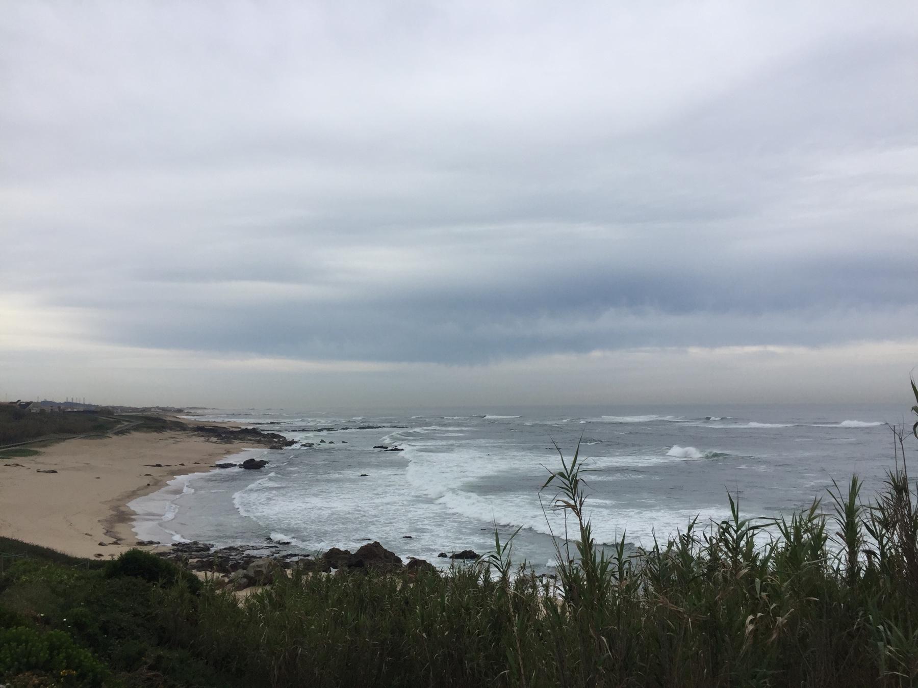 Menschenleerer Strand hinter Lavra, Caminho Portugues Etappe 2