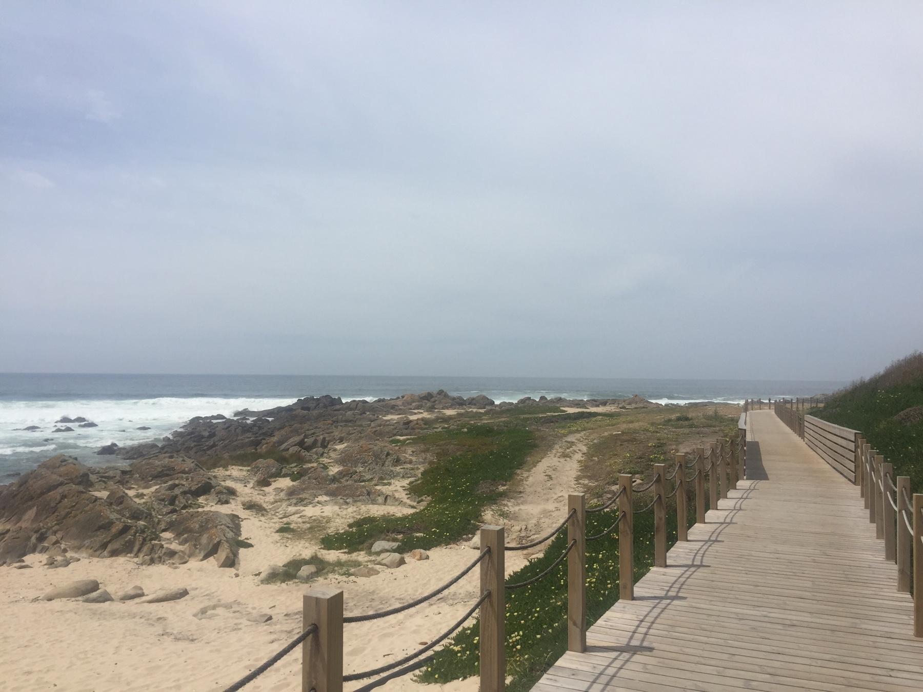 Auf Holzbohlen entlang der Atlantik-Küste, Caminho Portugues, Etappe 2 Lavra Fao
