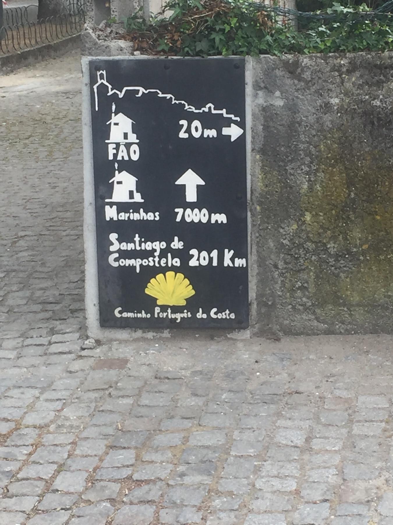 Ankunft in Fao, Schild der Jugendherberge, Caminho Portugues