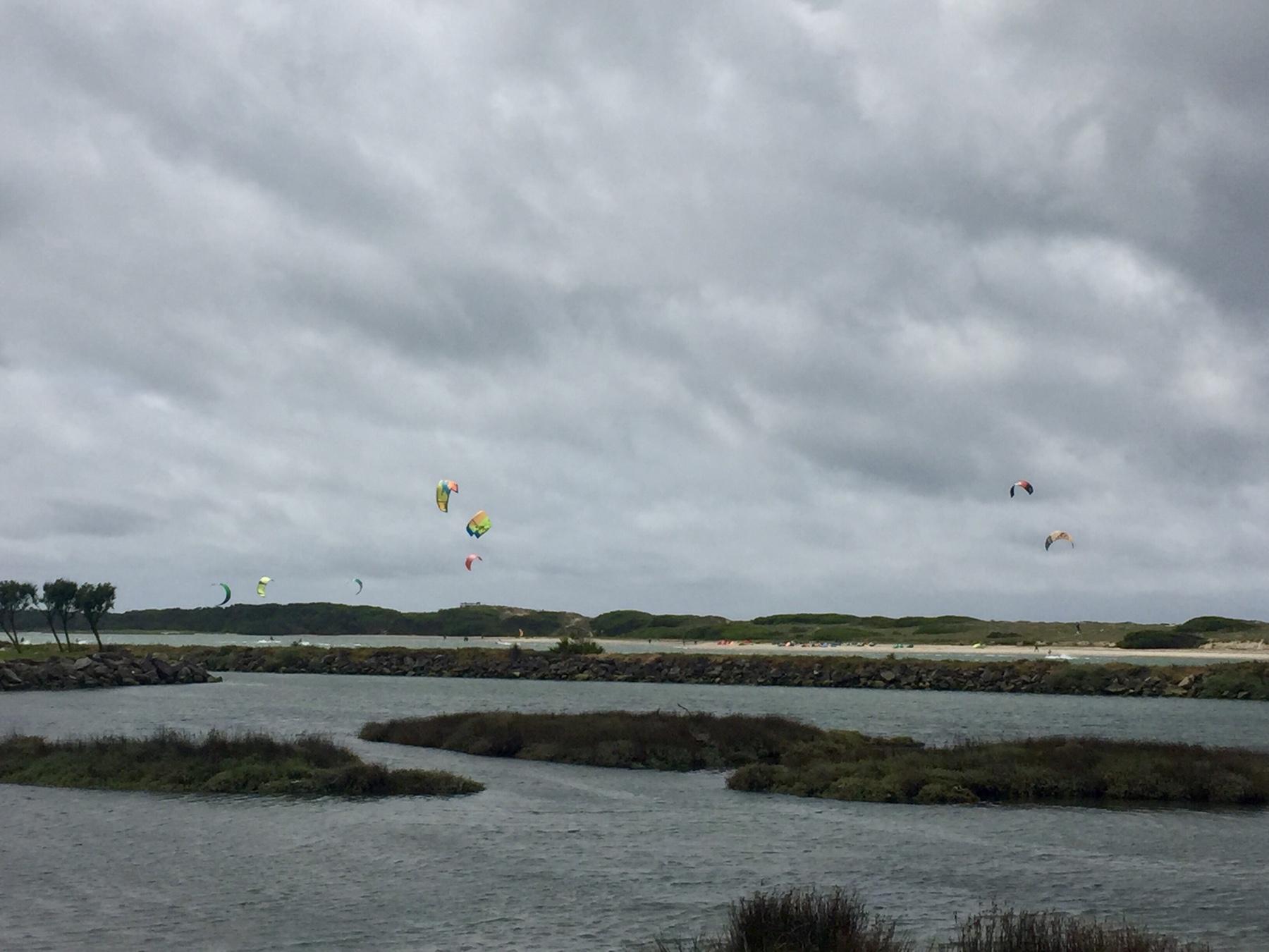 Kitesurfer hinter Esposende