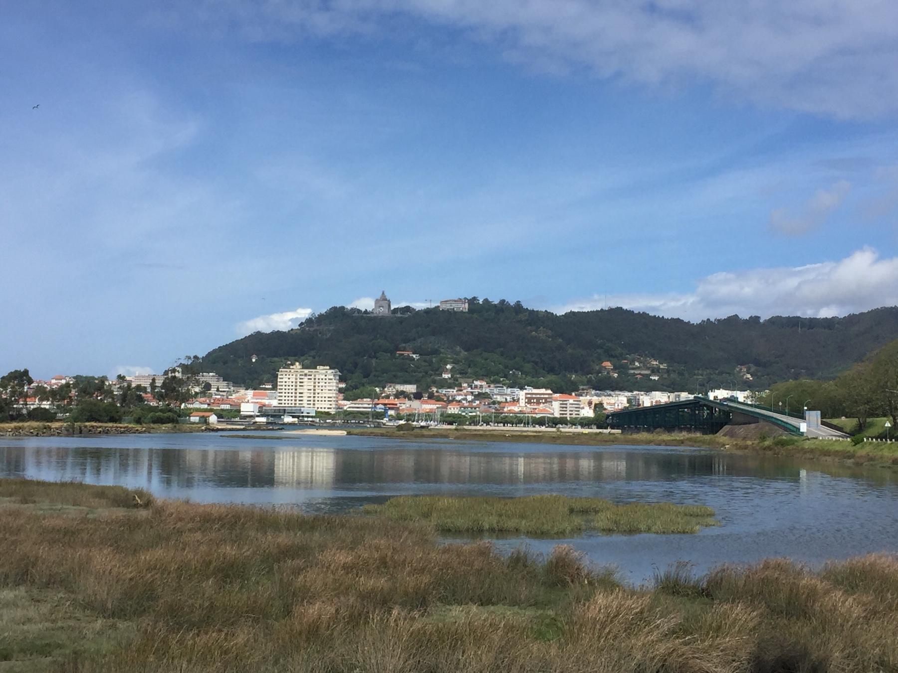 Blick auf Viana do Castelo vom Jakobsweg aus