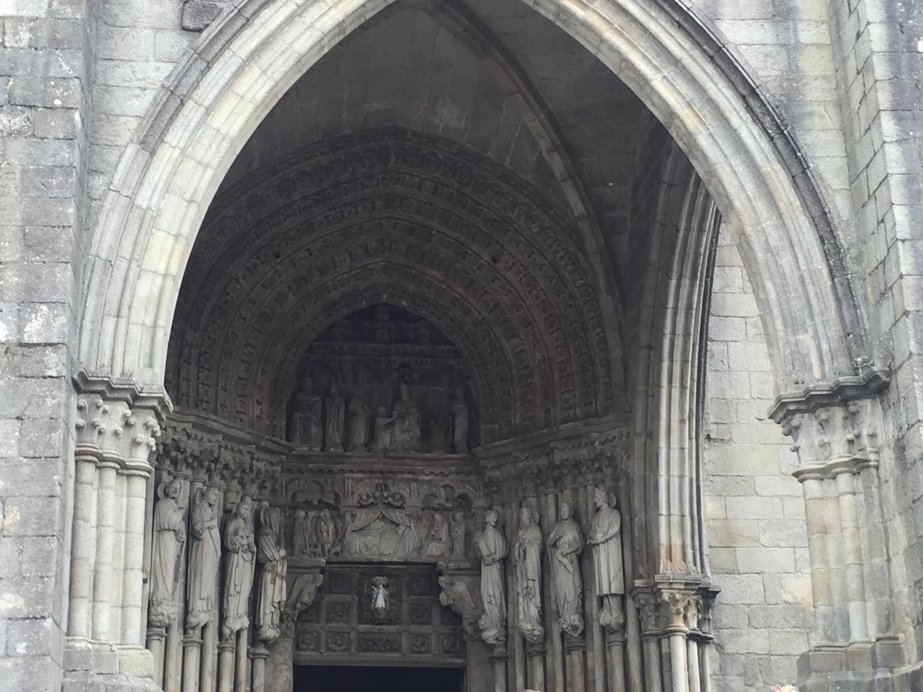 Das Westportal der Kathedrale von Tui am Caminho Portugues