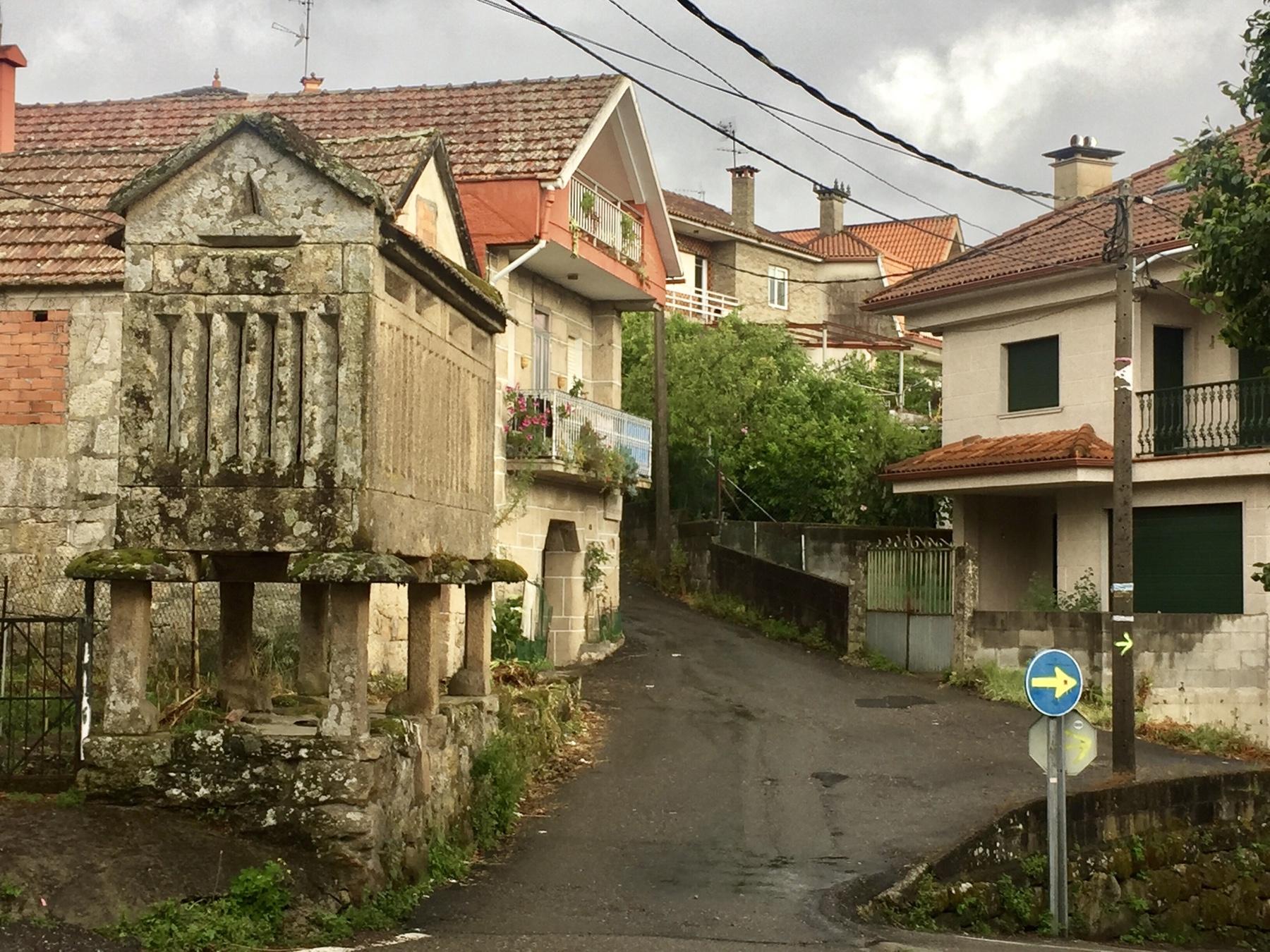 Typischer Kornspeicher in Galizien am Caminho Portugues