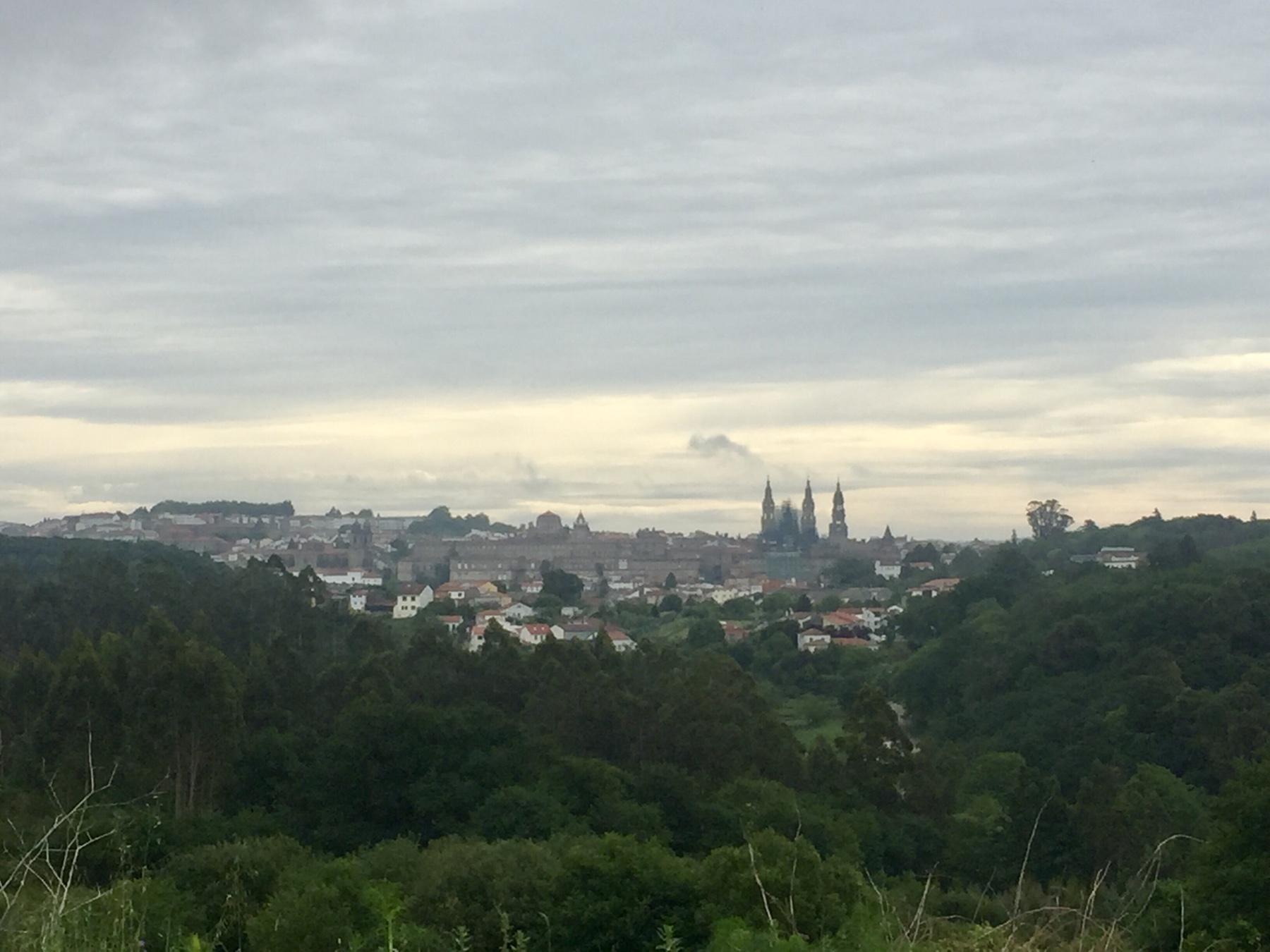 Blick auf Santiago vom Camino Finisterre