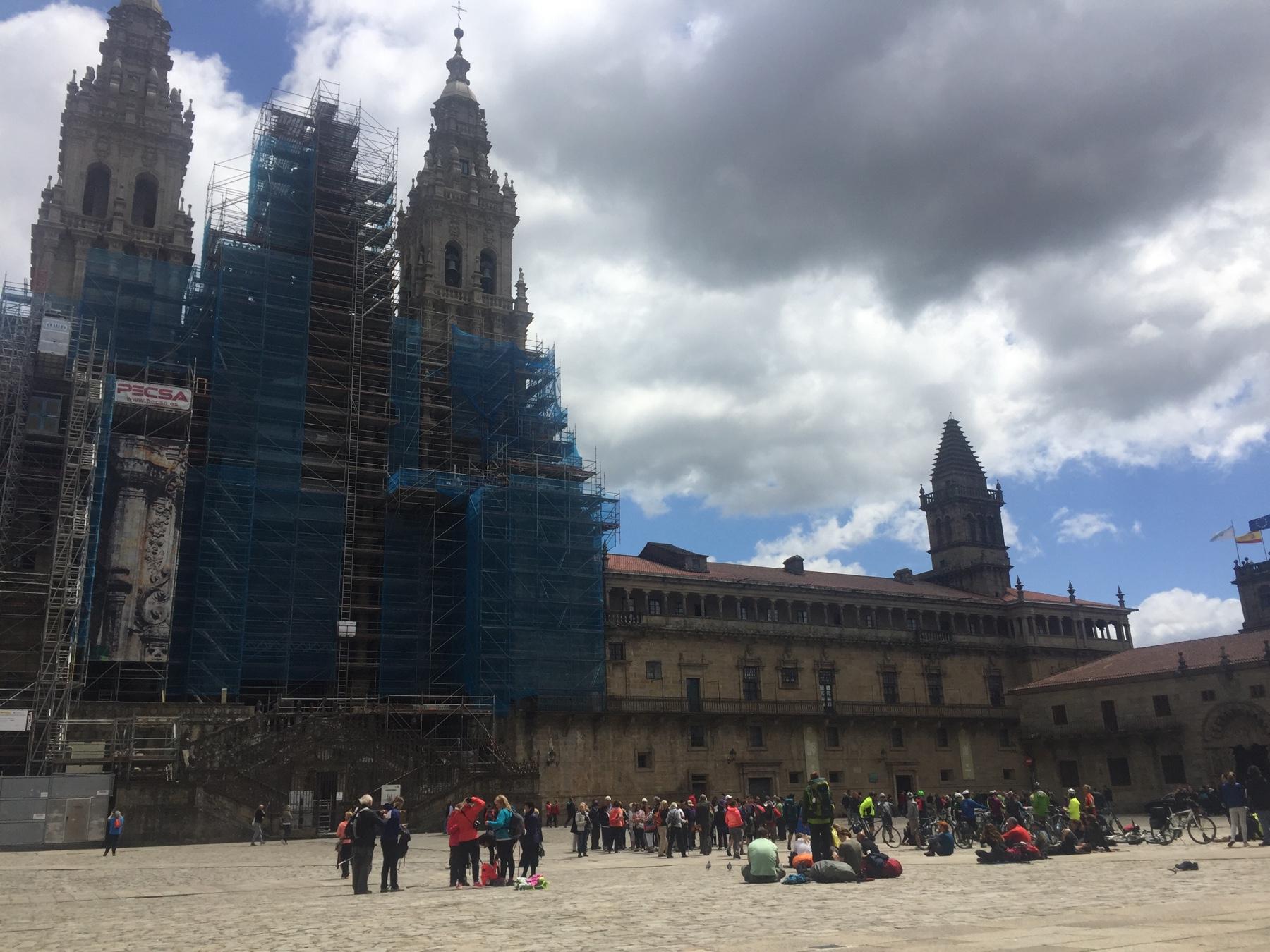 Ich und die Anderen vor der Kathedrale in Santiago