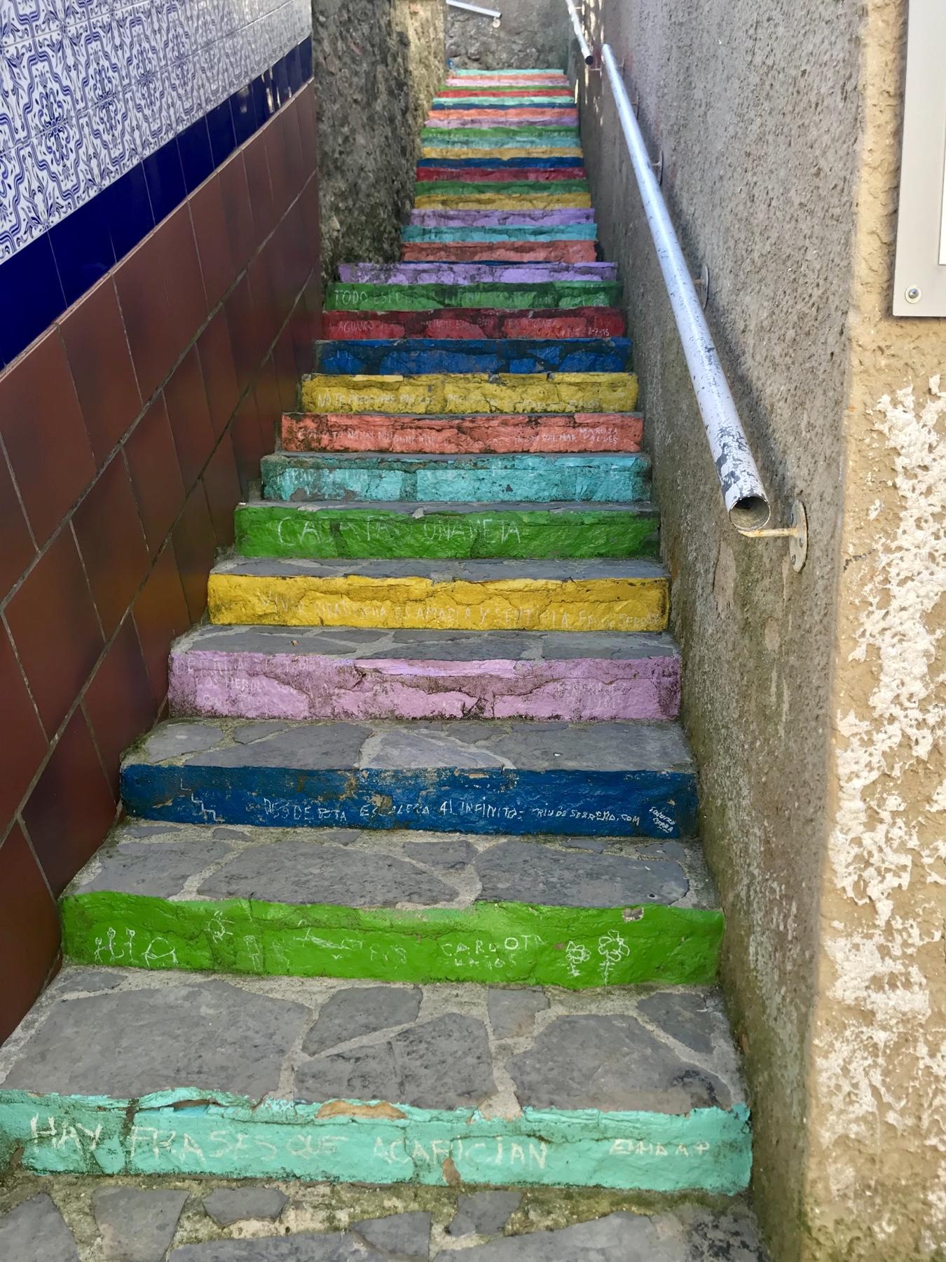 Die bunte Treppe Escalera de Colores in Ribadesella auf dem Jakobsweg Camino del Norte