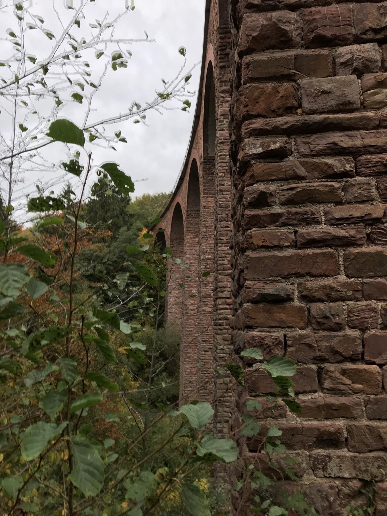 Viadukt der höchsten eingeschossigen Eisenbahnbrücke Deutschlands auf Etappe 10 des Saar-Hunsrück-Steigs