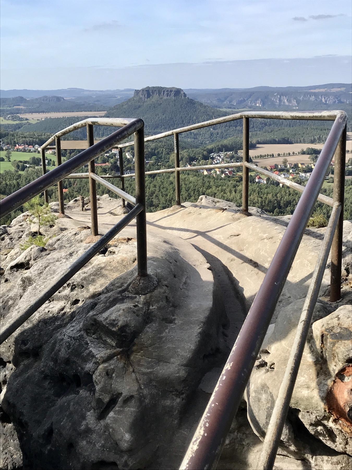 Blick vom Papststein auf den Lilienstein, Malerweg Etappe 6, von Schmilka nach Gohrisch