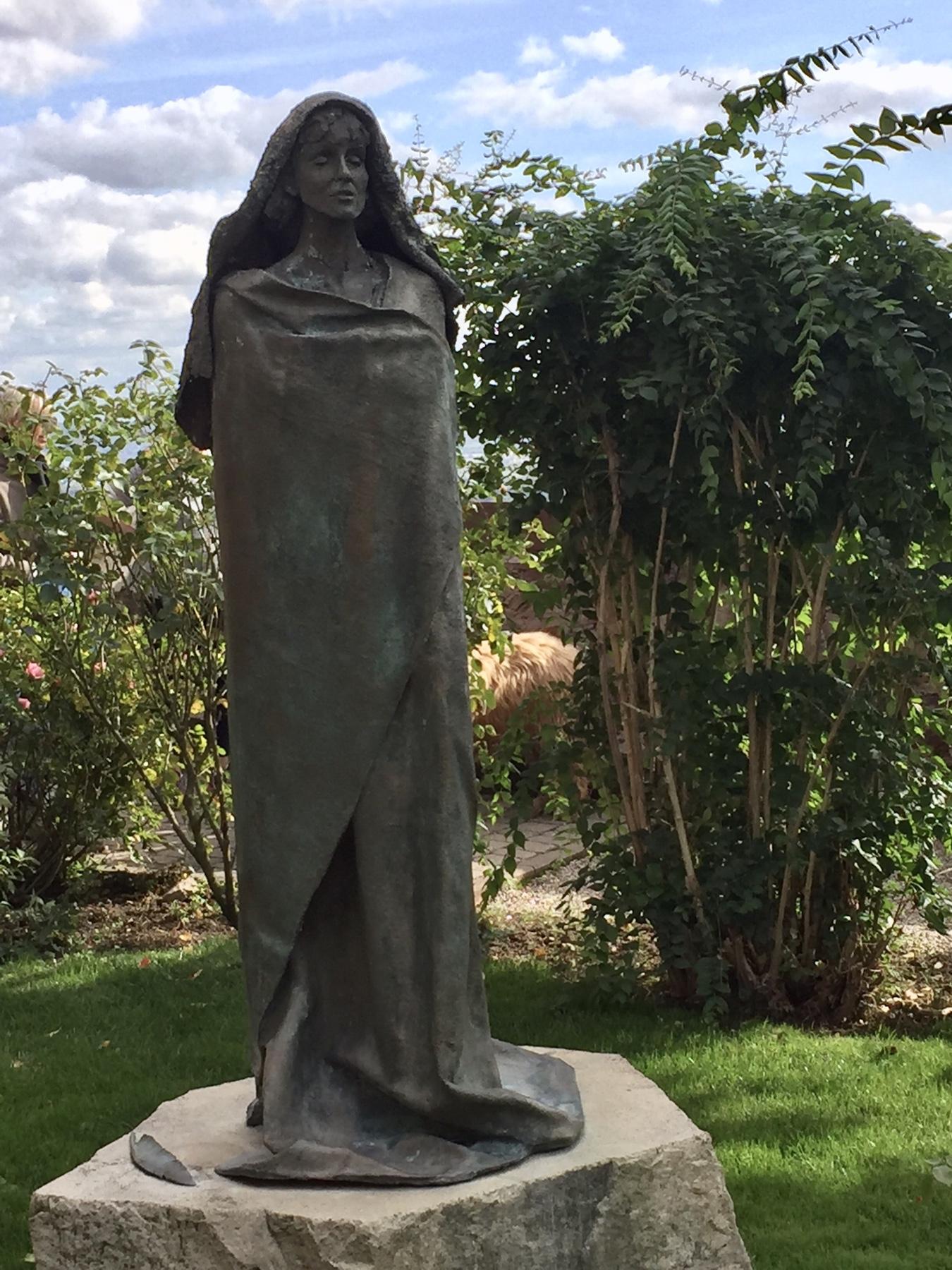 Statue Hildegard von Bingen