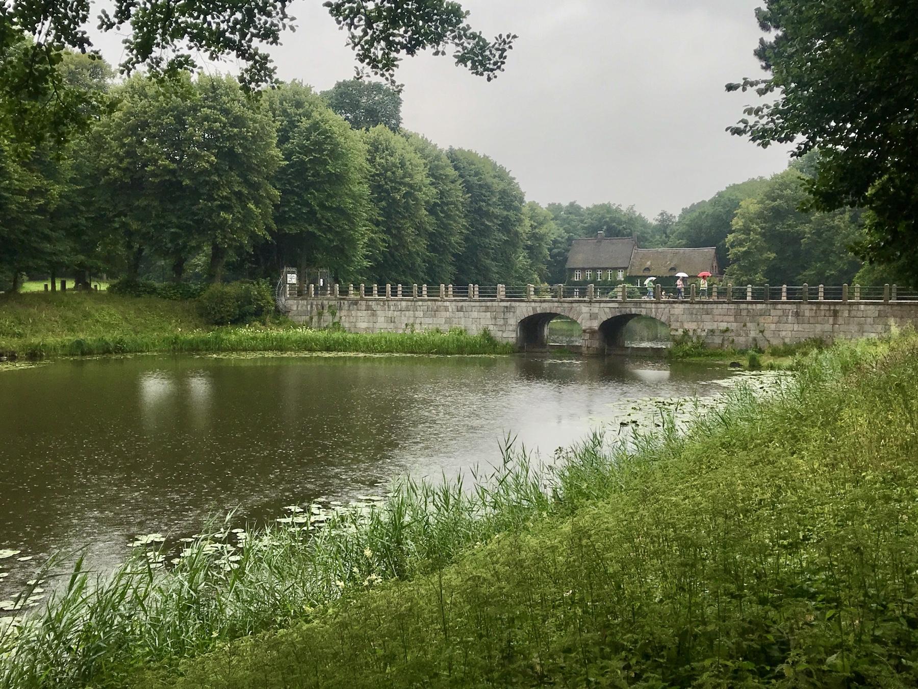 Brücke zum Ahrensburger Schloss