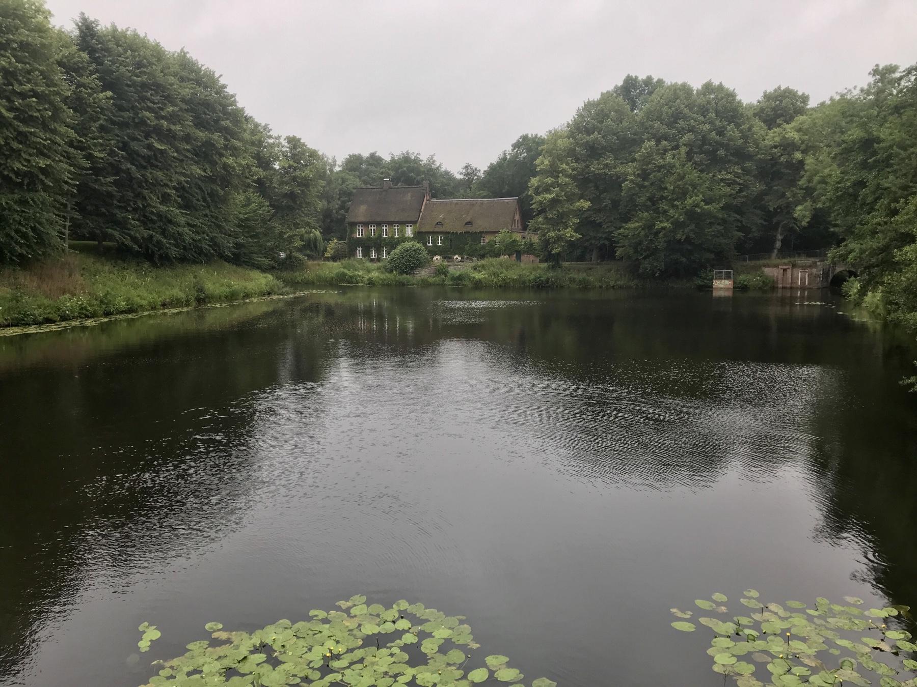 Blick über den Ahrensburger Mühlenteich, Schloss Ahrensburg, Stormarnweg Etappe 3