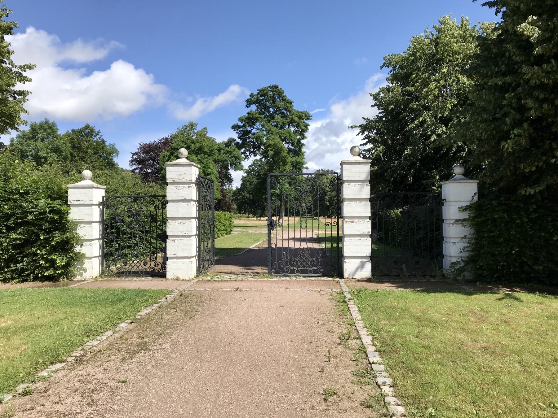 Eingang zum Jersbeker Barockgarten, Stormarnweg Etappe 4 Bargteheide Nütschau