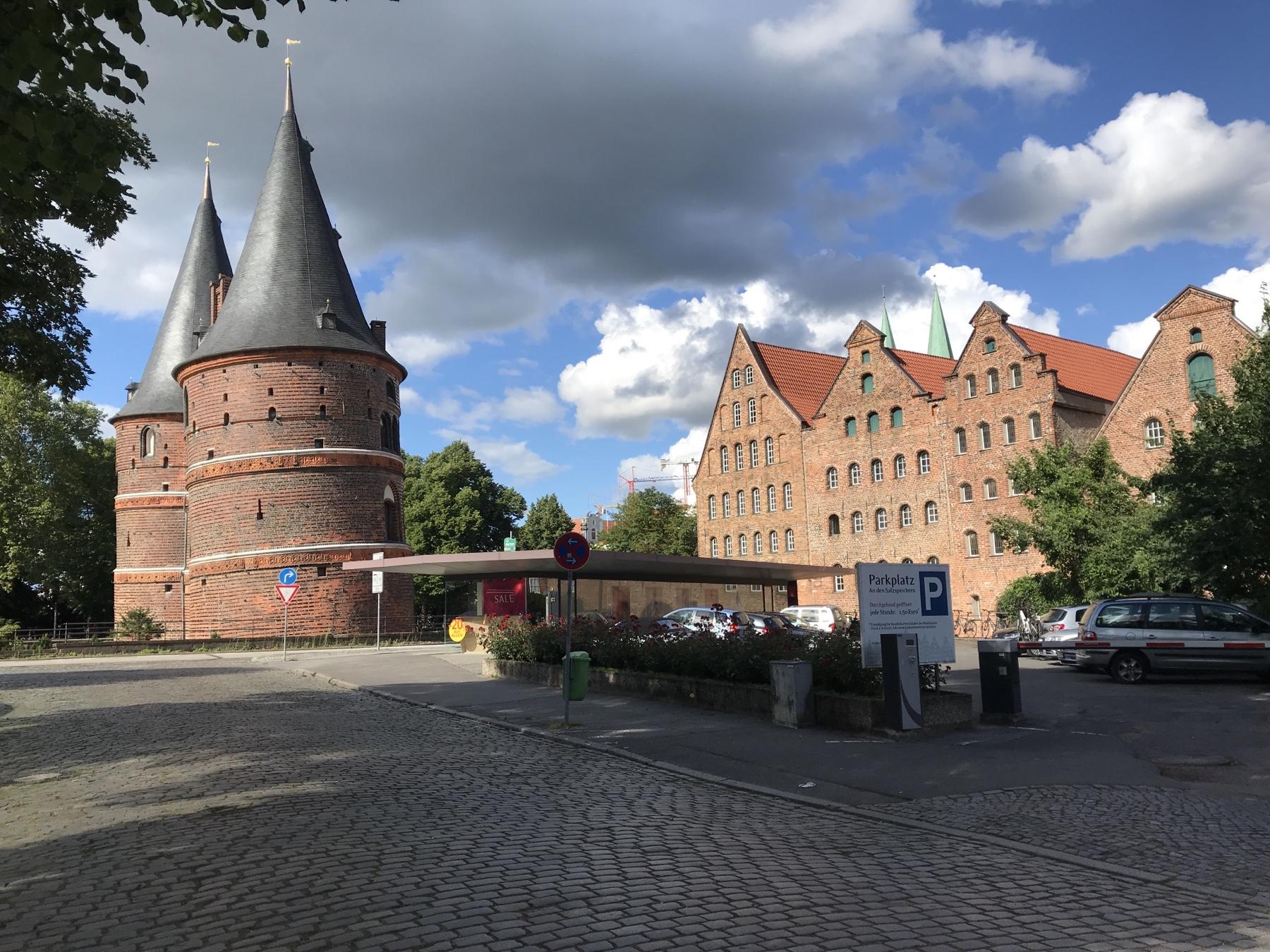 Hostentor Lübeck, Seitenansischt. Etappenziel des Stormarnwegs