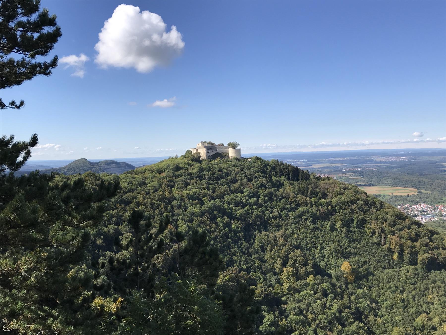 Albsteig HW1, Blick auf Burg Hohenneuffen