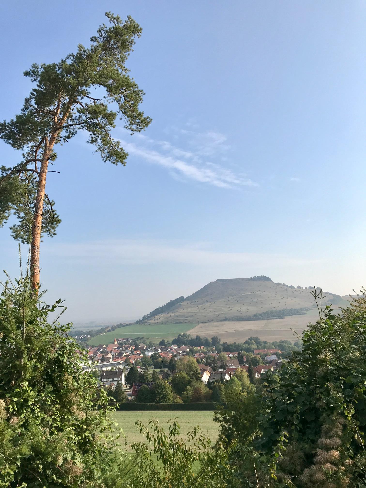 Blick auf den Ipf. Albsteig, Etappe 3 hinter Bopfingen