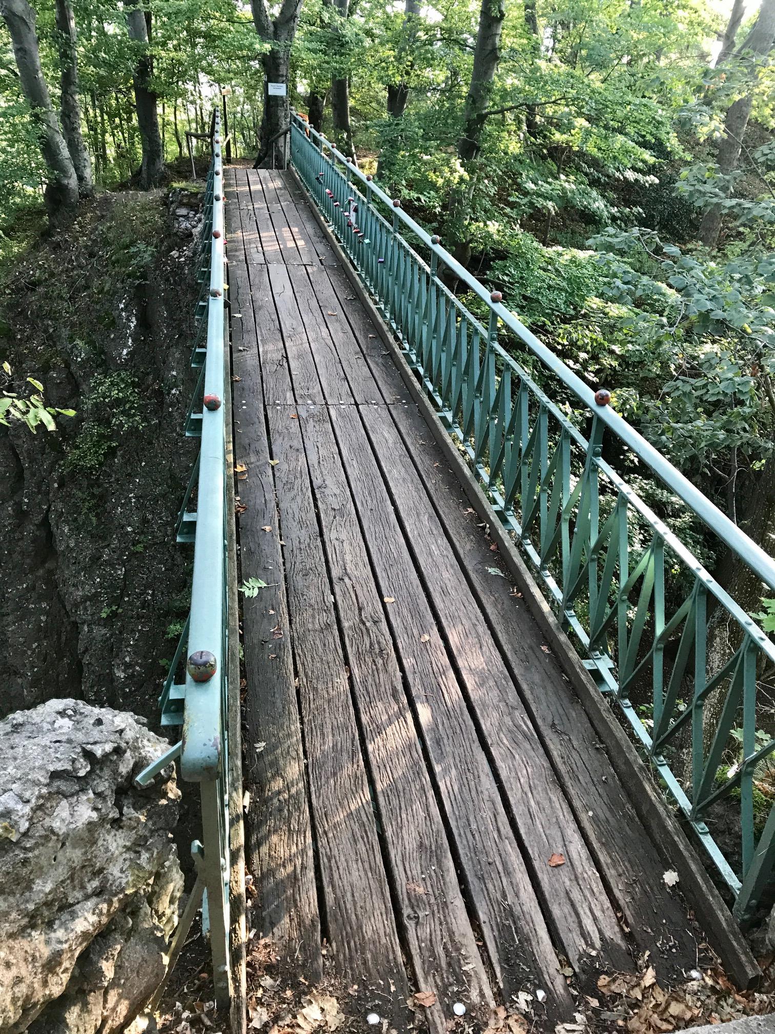 Brücke an der Ruine Rosenstein in Heubac, Albsteig, Etappe 4